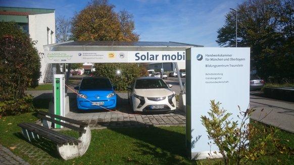 Solarcarport vor dem Bildungszentrum Traunstein