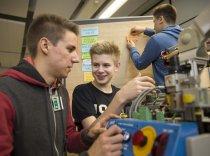 """Die Veranstaltung """"Intelligente Stromnetze der Zukunft"""" bei Siemens lud Schülerinnen und Schüler dazu ein, eigene kleine Projekte zu planen und durchzuführen."""